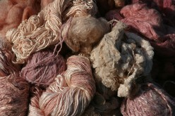 Silk fibres and yarns dyed with madder root